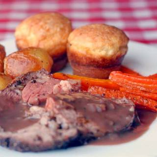 Burgundy Thyme Gravy for Herb and Garlic Crusted Prime Rib Roast