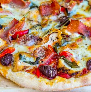 Prosciutto Pizza Margherita with Grilled Chicken