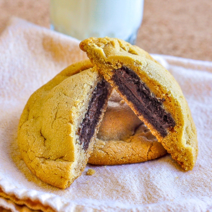 Fudgeeo Stuffed Peanut Butter Cookies2