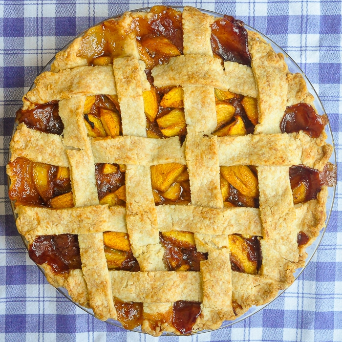 Peach pie overhead photo of entire uncut pie