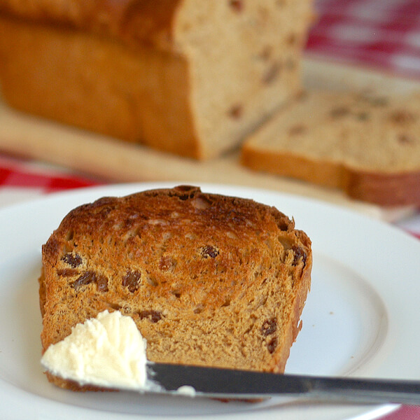 Newfoundland Molasses Raisin Bread featured image