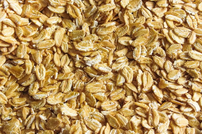 Kamut flakes look similar to rolled oats.