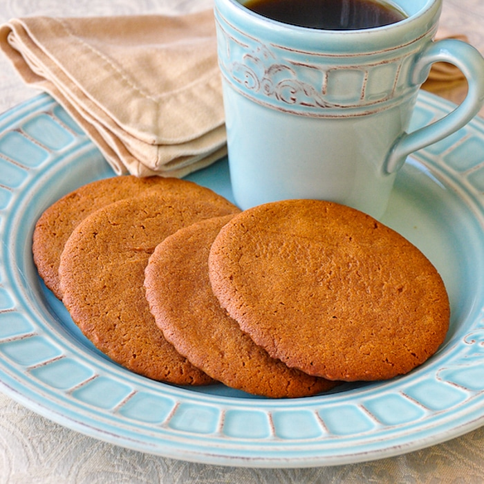 Ginger snaps on a pale blue plate