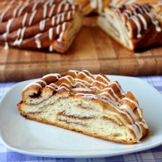 Cinnamon Roll Couronne – a brunch table showstopper!