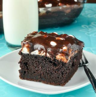 Mississippi Mud Cake, Chocolate cake, marshmallow and a sweet chocolatey glaze; what's not to love?