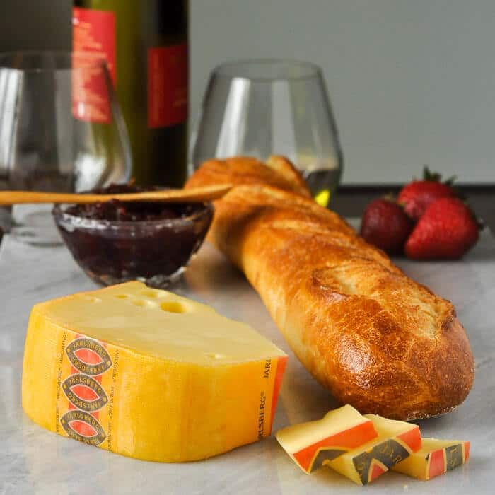 Jarlsberg Cheese with white wine and crusty bread