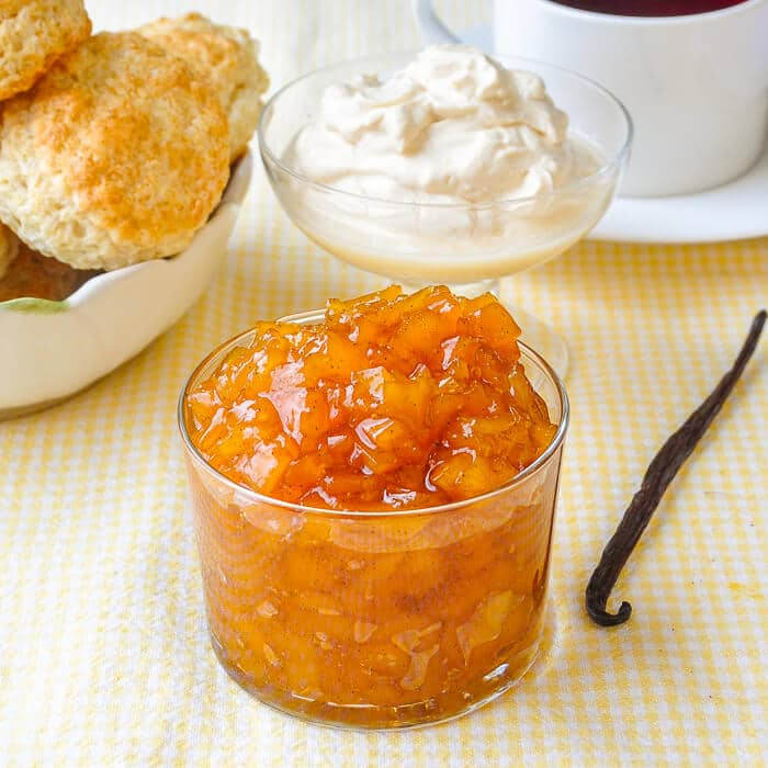 Vanilla Mango Jam, a very simple but elegant little jam for teatime!